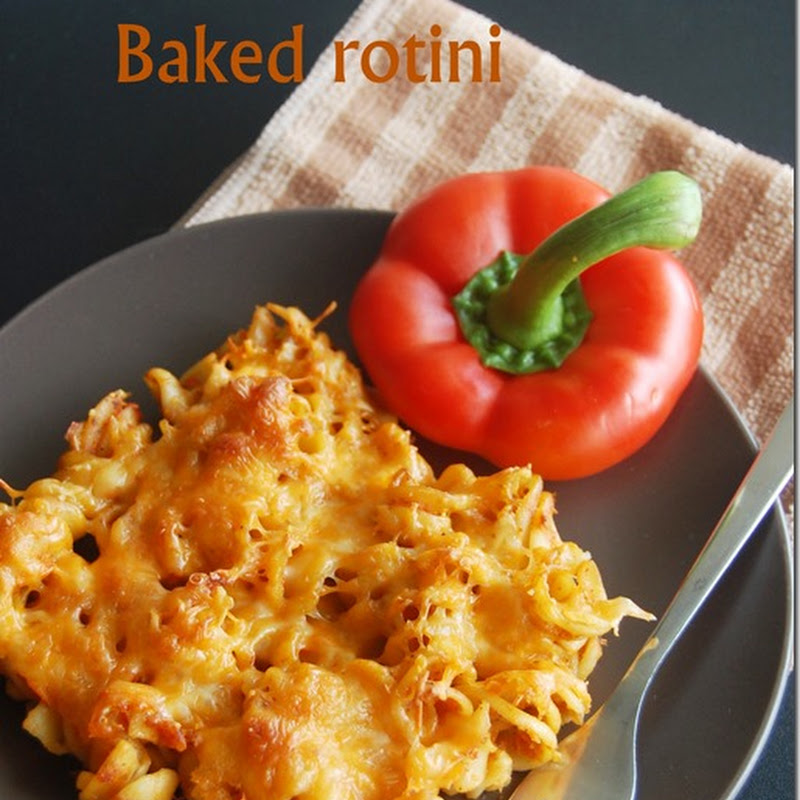 Baked rotini with roasted red bell pepper sauce