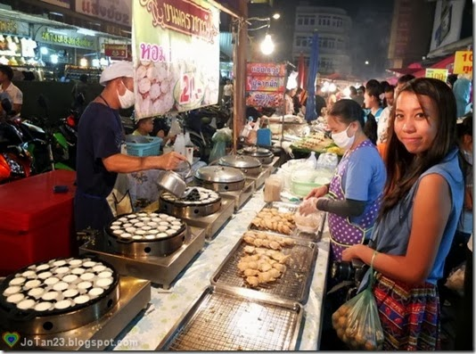 things-to-do-in-chiang-mai-go-to-warorot-night-market-quail-egg-in-coconut-cream