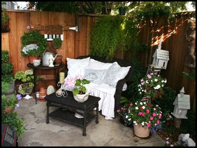 Raymondhomestead: Small Patio Spaces