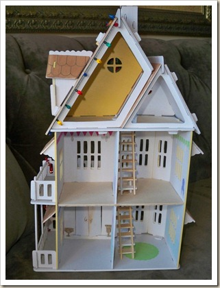 Yellow-Doll-House-Xmas-5
