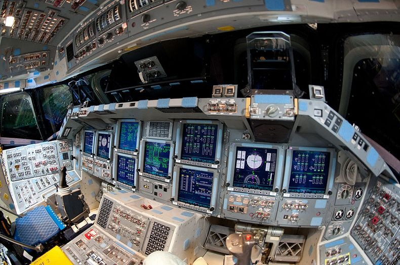 endeavour-flight-deck-10
