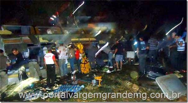 acidente mata nove pessoas e deixa dezenas de feridos