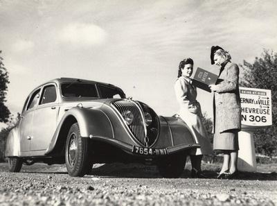 Peugeot 402 en situation en 1938