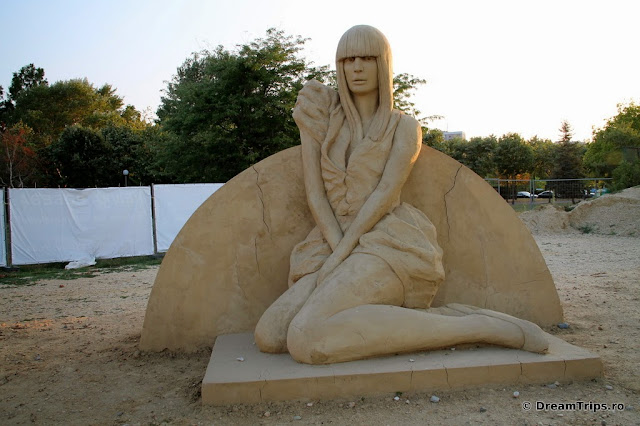 sculpturi nisip Burgas Lady Gaga.JPG