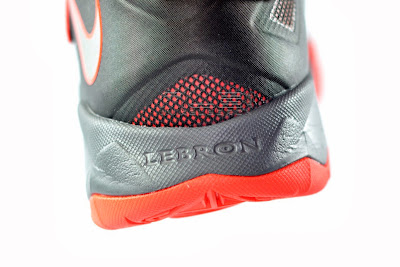lebrons soldier7 black red 23 web The Showcase: NIKE SOLDIER 7 Miami Heat Away Edition