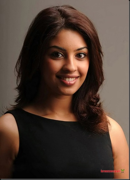 richa_gangopadhyay_actress_hot_stills_72