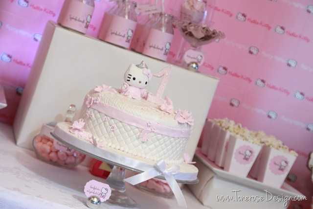 IMG_9379_rosa_kakebord_hello_kitty_dessertbord_bursdag
