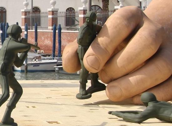 Mãos gigantes Lorenzo Quinn (5)