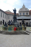 Eidan in the Apothekenhof courtyard of the Residence Palace