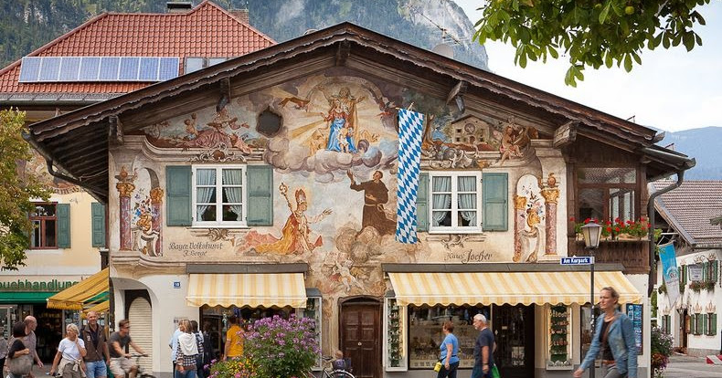 The beautiful alpine town of garmisch partenkirchen for Designhotel garmisch