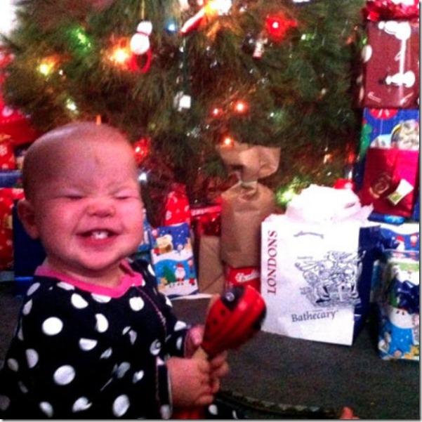 happy-kids-christmas-morning-13