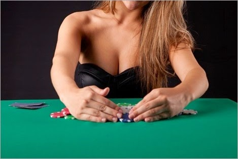 hot-woman-poker-620x400