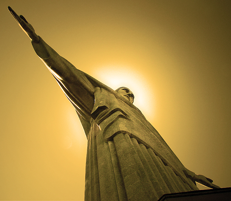 Cristo_Redentor_viewed_from_the_base.jpg