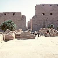 31.- Pilonos de templo de Karnak