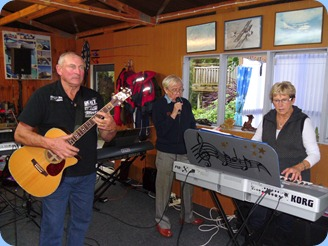 Our hosts for the day, Kevin and Jan Johnston accompanying Gordon France on vocals