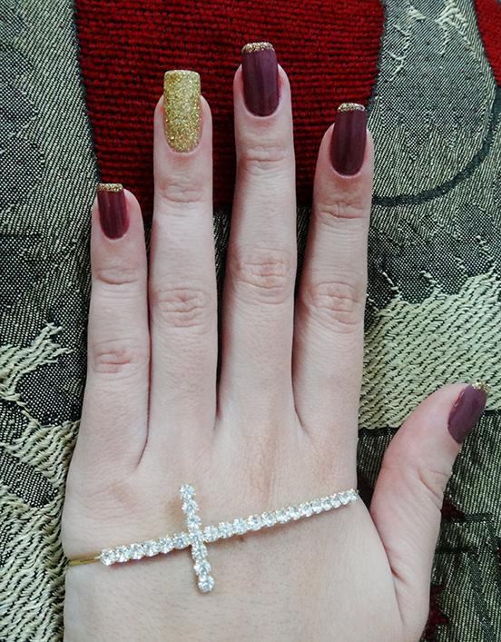 unhas glitter dourado