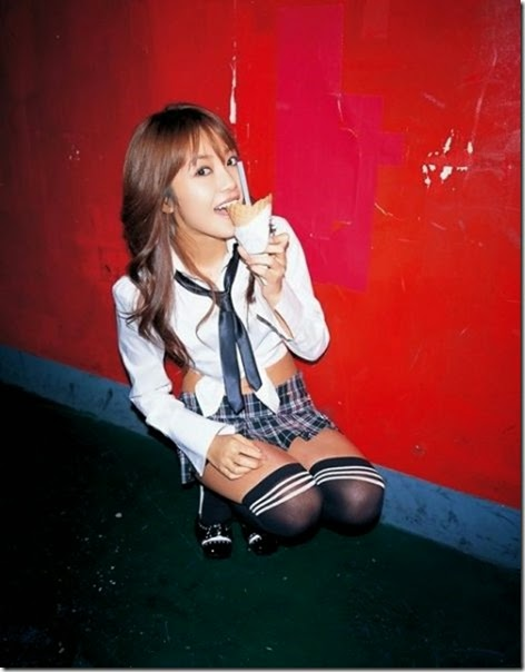 girls-eating-icecream-050