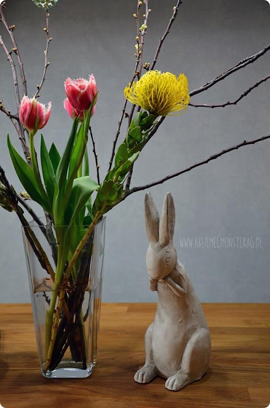 FF (02) gelbe Protea, gefüllte Tulpen, Kirschzweige und rosa Gänseblümchen
