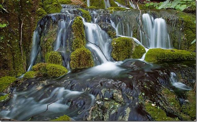 amazing-waterfalls-of-plitvice-lakes-in-croatia-5