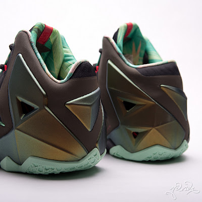 nike lebron 11 gr parachute gold 3 26 kings pride Nike LeBron XI Kings Pride   Detailed Look & Package