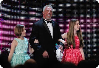 Warrior enters in to the Hall of Fame with his daughters