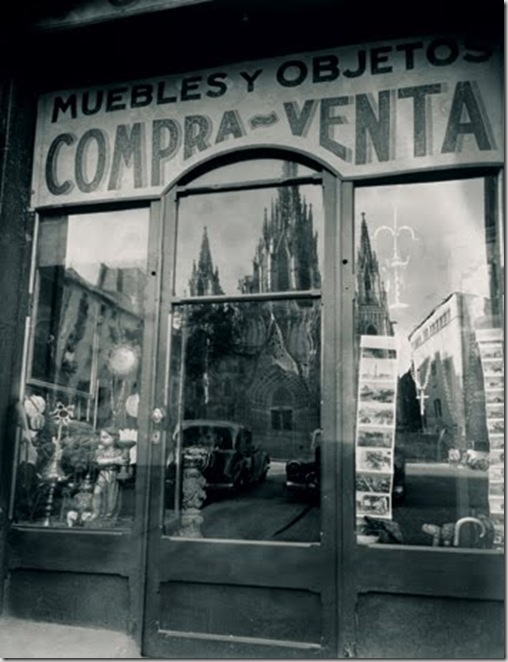 Barcelona-reflejo catedral-CataláRoca