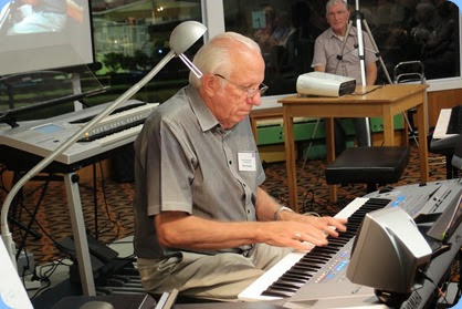 Rob Powell playing solo on his new Yamaha Tyros 5 (76 note version). Photo courtesy of Dennis Lyons.