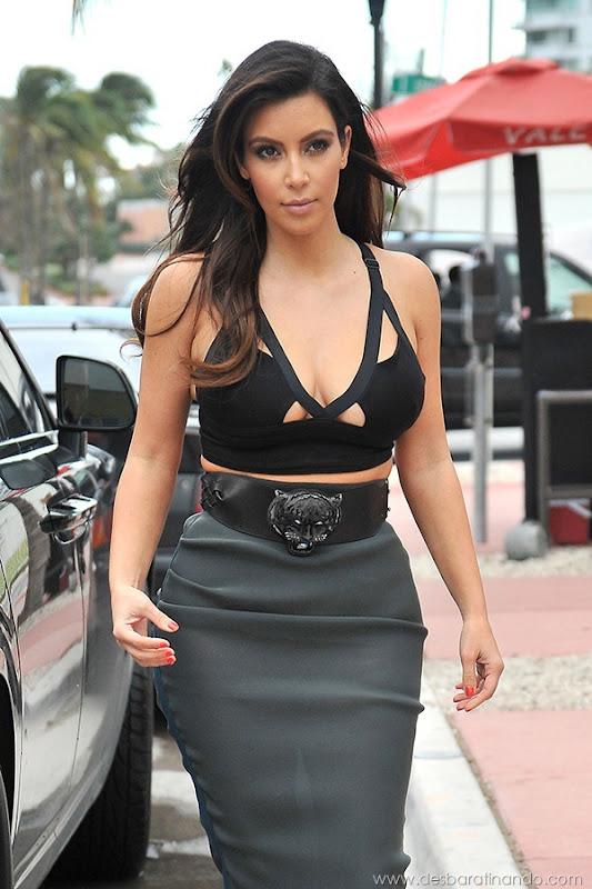 kim-kardashian-linda-sensual-sexy-sedutora-boob-peitos-decote-ass-bunda-gostosa-desbaratinando-sexta-proibida (52)