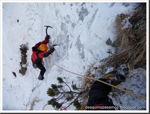Cascada Mamporros para todos 100m WI4 ,III 90º (Aigualluts, Benasque, Pirineos) (Omar) 0457
