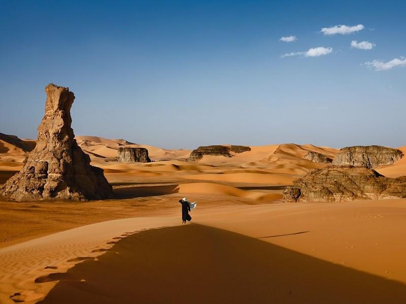 tuareg-desert-walk_38222_990x742.jpg