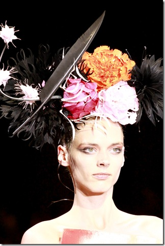 Armani Privé Fall 2011 X Philip Treacy (7)