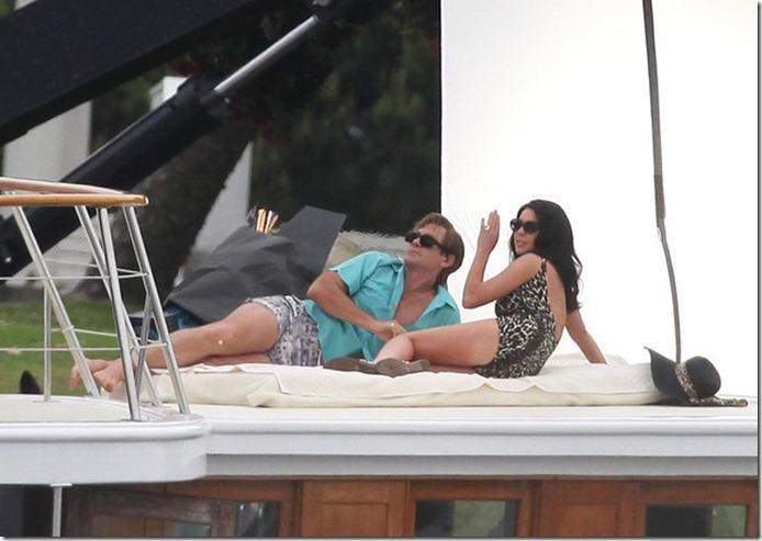 Lindsay Lohan Gets Back Work Bikini OXTOoxmCxznl