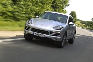 2012-Porsche-Cayenne-Diesel-front-three-quarter-623x415