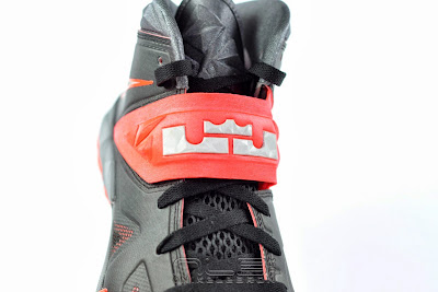 lebrons soldier7 black red 19 web The Showcase: NIKE SOLDIER 7 Miami Heat Away Edition