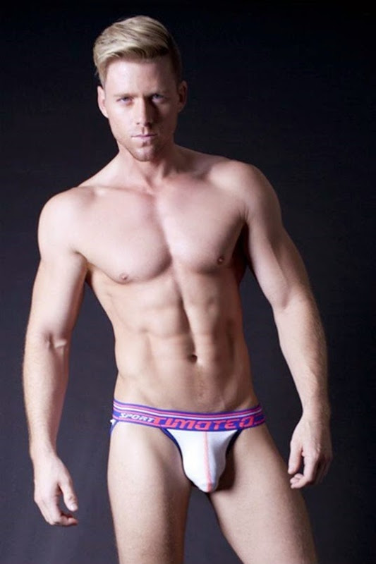 Steven Dehler in Timoteo Thongs