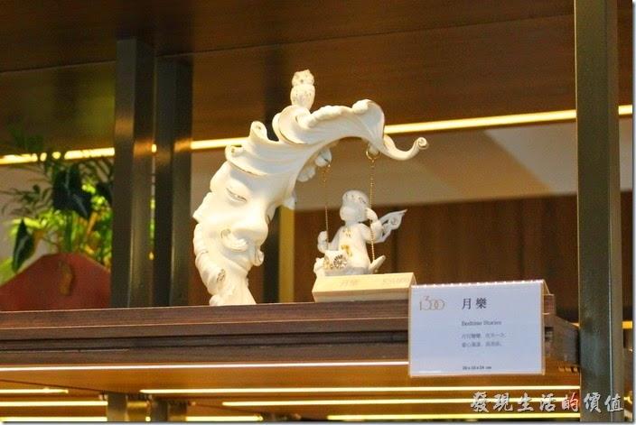 台南林百貨二樓的藝術品-月樂。