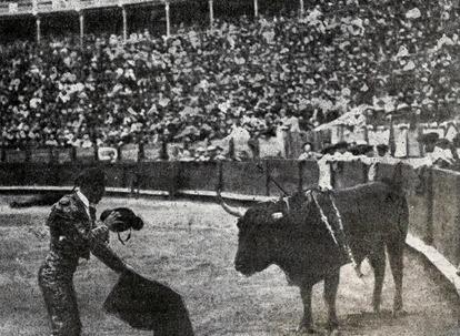 1903-09-08 (p. 1903-10-29 SyS) Murcia Montes entando a matar 4º toro