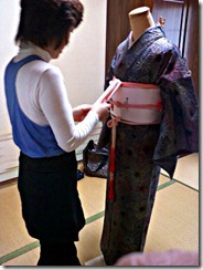 美容師さんの他装着付け練習 (2)