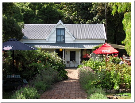 Colonial cottage/ cafe Akaroa.