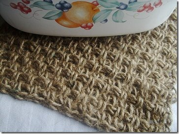 diy projects with jute--crochet a jute hot pad trivet