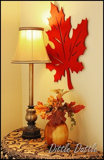 Fall-Autumn-Foyer-decor-using-leaf-felt-placemats