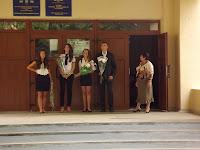 Вход в школу № 3. И директор на входе.