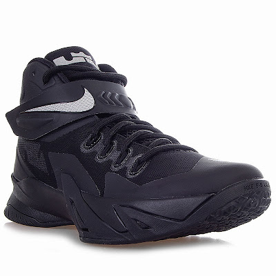 nike zoom soldier 8 gr triple black 1 01 Release Reminder: Nike Zoom Soldier VIII Triple Black