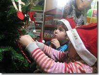στολίζουμε το δέντρο μας (6)