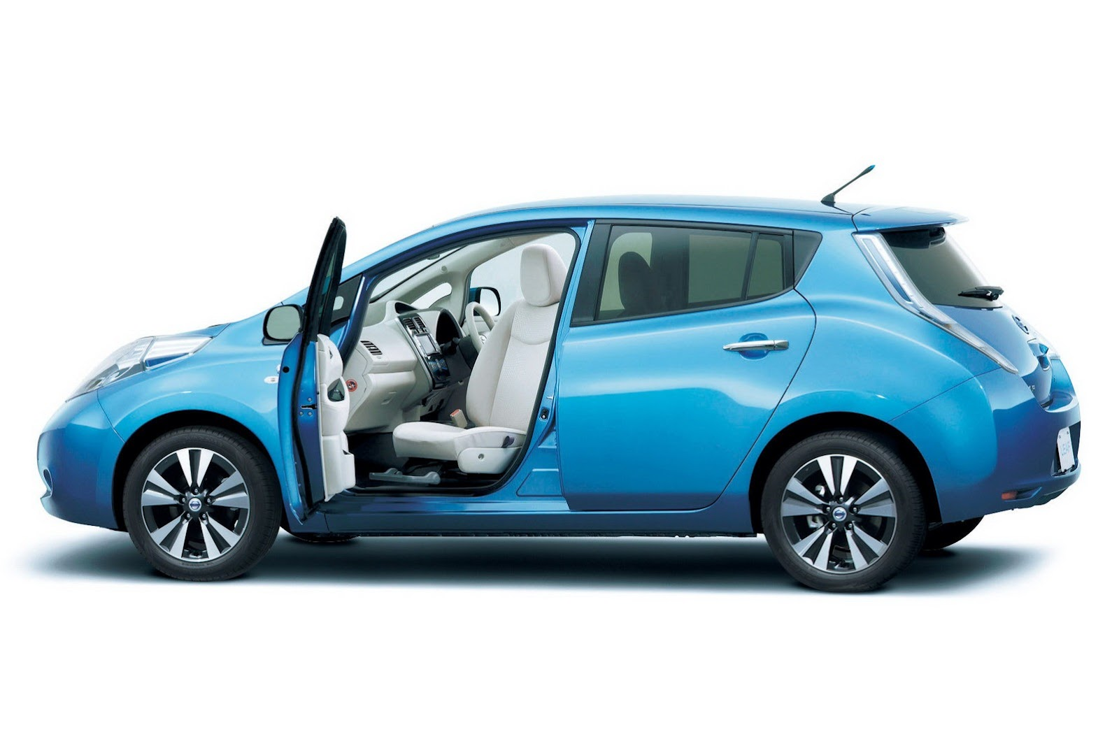 2013-Nissan-Leaf-25%25255B2%25255D.jpg