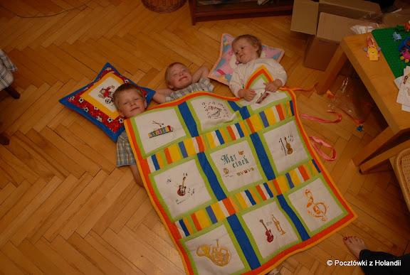 Wszyscy dziś szczęśliwi: Marcinek bo ma kołderkę marzeń, Zosia z podusią z ulubionym misiem Puchatkiem i Pawełek z piłkarzem!