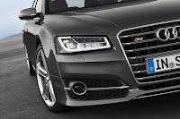 2014-Audi-S8-15.jpg