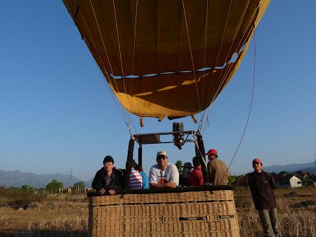 Imagini Laos: aterizare cu balon
