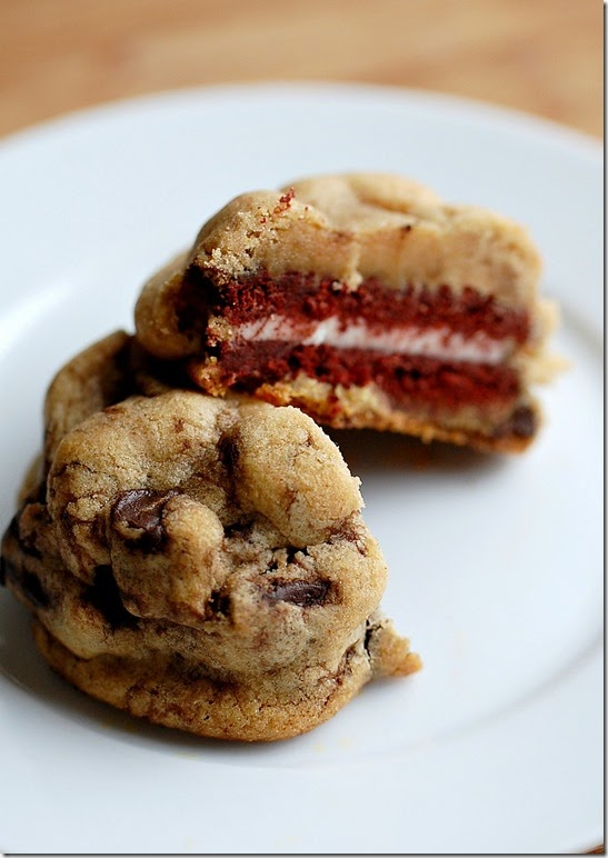 Red Velvet Oreo Stuffed Chocolate Chip Cookies3