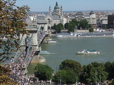 desfile de barcos en Budapest